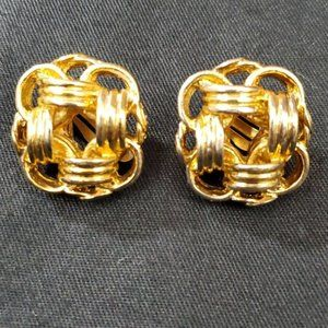 Chanel Gold Chain Link CC Clip On Earrings